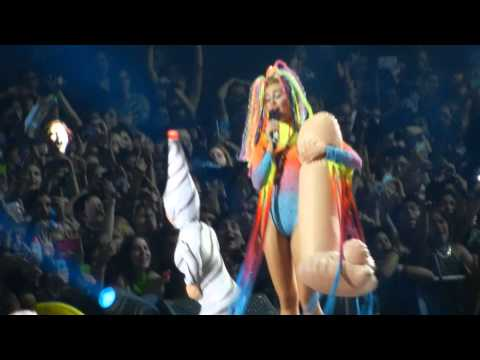 We Can't Stop - Miley Cyrus (10.01.2014 - Santiago, Chile)
