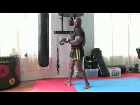 How to Do a Kickboxing Roundhouse Kick Image 1