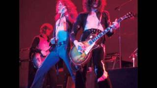 Watch Led Zeppelin Dancing Days video