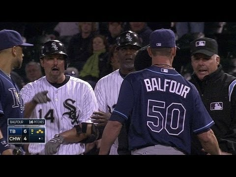 TB@CWS: Balfour, Konerko exchange words after walk