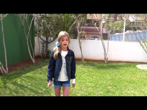 Niña de 9 años con talento cantando Kiss You Picassus9