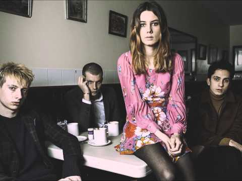 Wolf Alice - Turn To Dust