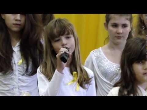 W ciszy niepokalanej - śpiewa Marlenka z chórkiem