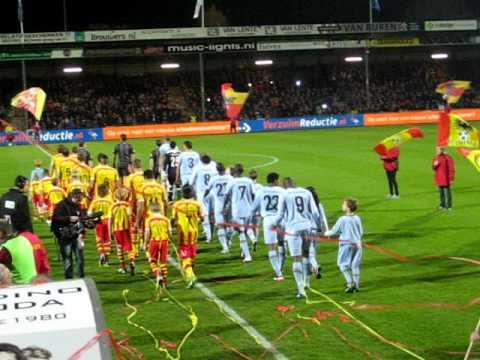 Opkomst spelers Go Ahead Eagles - Feyenoord 2-1 (27 okt 2011)