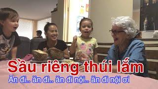 Vlog 123    MẸ CHỒNG ÚC LẦN ĐẦU ĂN THỬ  SẦU RIÊNG(Mother In Law Eating Durian For The First Time)