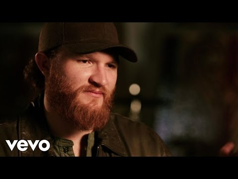 Eric Paslay - She Don't Love You (Acoustic Performance And Interview)