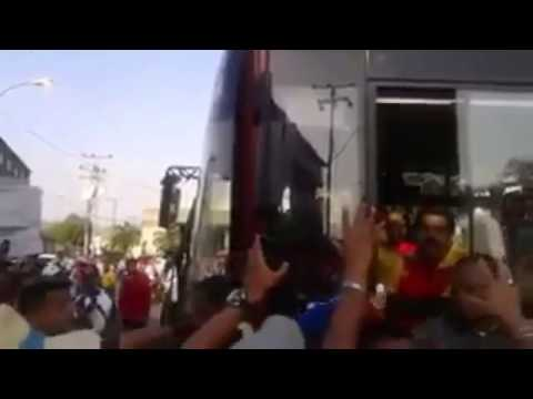 A Maduro le pegaron un mango por cabeza en Anzoátegui