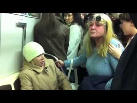 Сумасшедшая женщина в метро    Живем с ПРИКОЛОМ