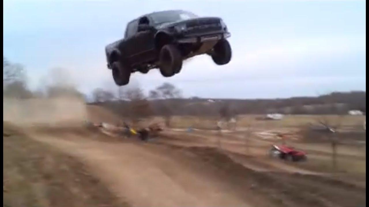 Ford Raptor jumps 90 feet! - Ford Raptor F-150 SVT Truck 2015-02-16 15:36