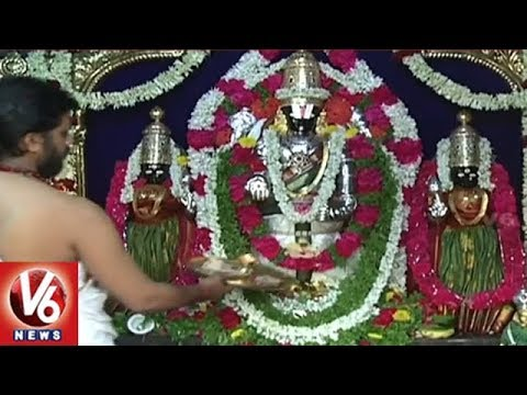 Devotees Throng Jubilee Hills Peddamma Temple Due To Tholi Ekadasi | V6 News