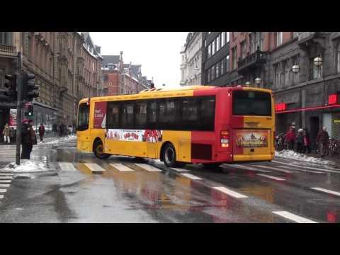Diverse busser ved Københavns Rådhusplads. Full HD optagelse af tramways.dk! Besøg tramways.dk!
