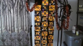 Our personal Halloween tradition: Decoration and gift calendar