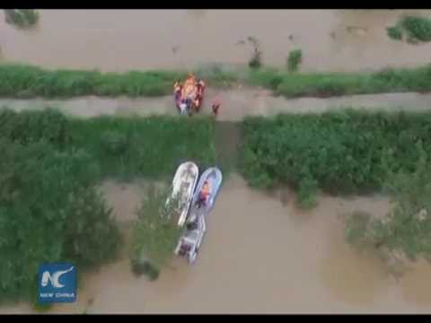 250,000 people trapped by flood in central China's Hubei