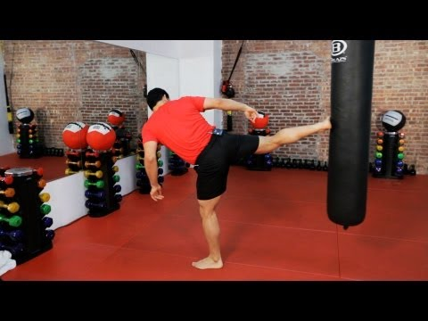 How to Do a Kickboxing Sidekick | Kickboxing Training Image 1