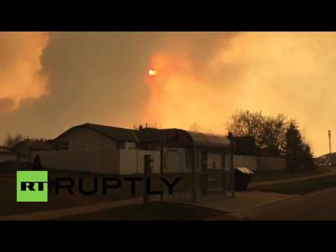 Canada: Thousands flee as huge wildfire rips through Fort McMurray