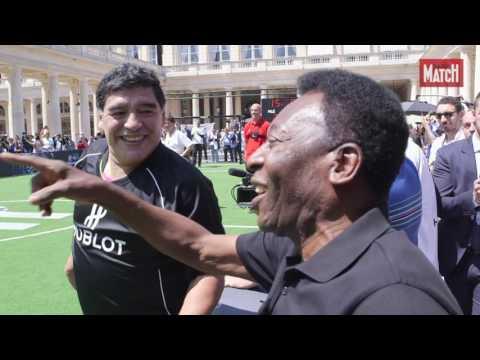 La légende Pelé face à la « Main de Dieu » Maradona pour un match de gala dans les jardons du Palais-Royal à Paris. A l'instigation de l'horloger Hublot, créateur de la montre officielle...