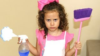 VALENTINA  PRETEND PLAY WITH CLEANING