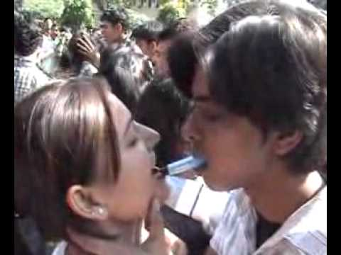 Super Kiss! Iit Roorkee Kissing Video video