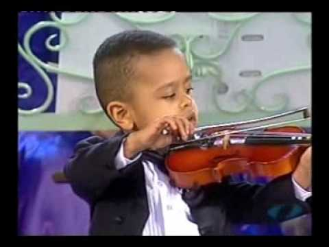 Andre Rieu &amp; 3 year old violinist, Akim Camara 2005