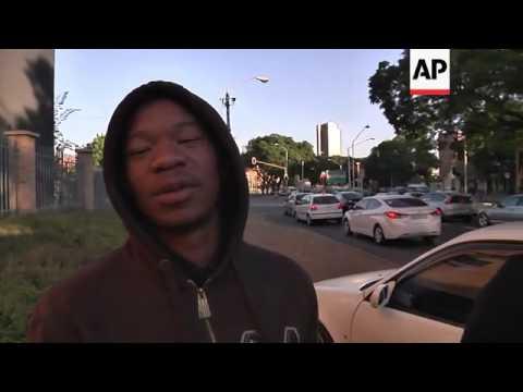 Vehicle believed to belong to Mandela family arrives in Pretoria hospital, Jo'burg reaction