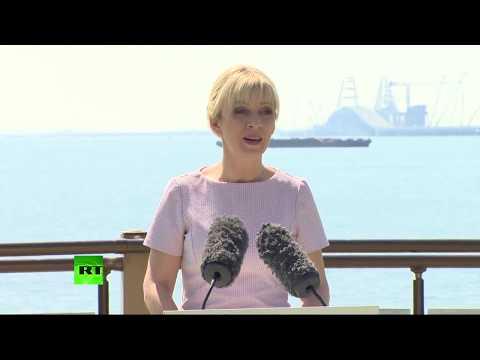 Брифинг Марии Захаровой на фоне Крымского моста