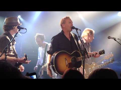 Kevin Costner singing Mr. Tambourine Man (Aspen, CO)