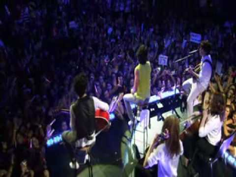 Jonas Brothers - I Gotta Find You Acoustic Live HQ The 3D Concert Experience