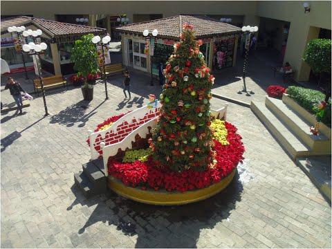 Christmas In Plaza Cuernavaca Shopping Mall In Mexico/Navidad En Plaza Cuernavaca México