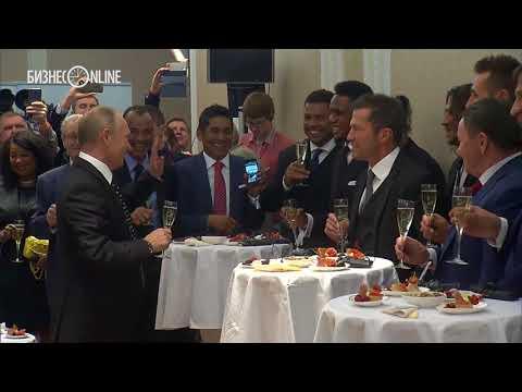 Путин выпил шампанского с Марадоной  и другими звездами футбола