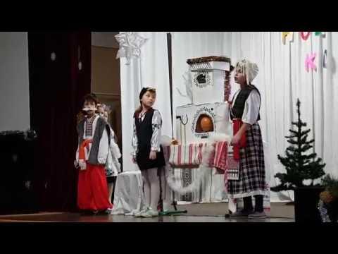 Саша участвует в в спектакле Новогодний колобок в роли деда