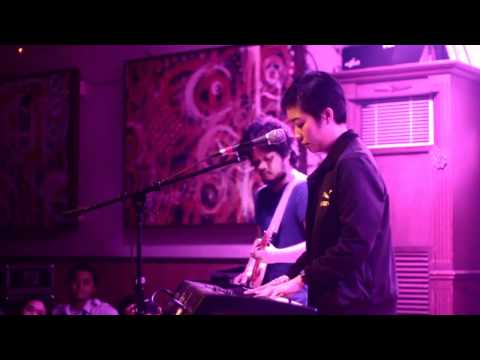 Thinker - Up Dharma Down live at 19th East