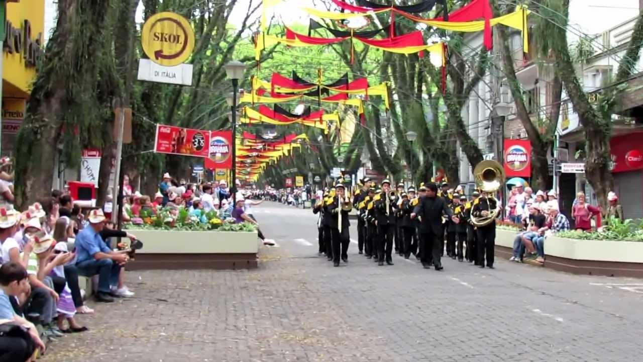 Desfile oktoberfest santa cruz do sul youtube for A mobilia santa cruz do sul