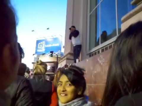 El Chileno en Lomas 2013 - Sobre el ventanal del Banco Nacion