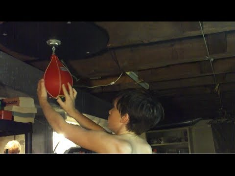 EVERLAST Speed Bag Training With Pro Boxer Kid Image 1