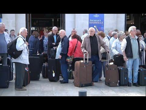 SNCF: l'appel à la suspension de la grève divise les usagers