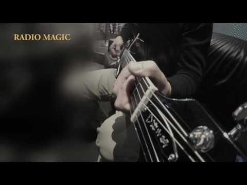 カラオケBOXでアースシェイカーの名曲『RADIO MAGIC』を弾いてみた♪
