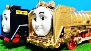 プラレール きかんしゃトーマス 金色のヒロ! 洗車場できれいに! たくさんのミニミニトーマスが貨車に乗ったりウィルソンのキャリーケースに入っていくよ! hifumitoy