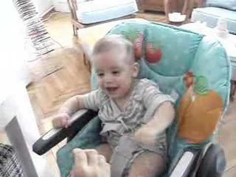 Uluç Ali bebek gülme krizinde!!!