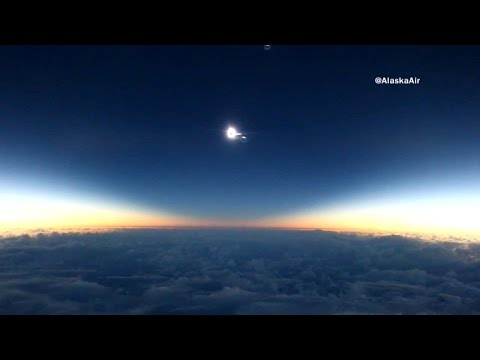 Amazing video: solar eclipse from 37,000 feet
