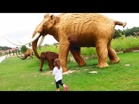 AMUSEMENT PARK - PLAYGROUND outdoor  - GIANT INSECTS - Playground Fun  Play Place for Kids