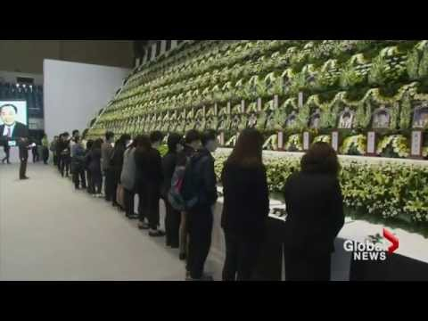 Families of ferry victims curse South Korean officials