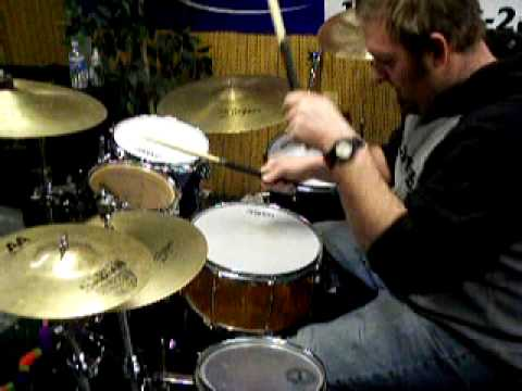 Playing Fast Rolls on the Drums (for soloing, rolloffs, and just fun!)