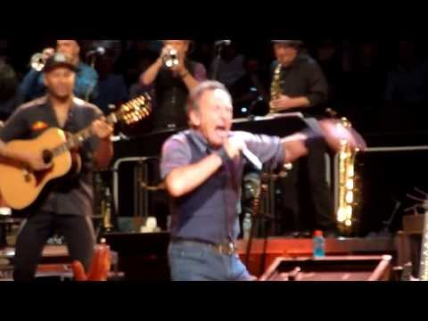 Friday On My Mind - Bruce Springsteen - Sydney Allphones Arena 19-2-2014
