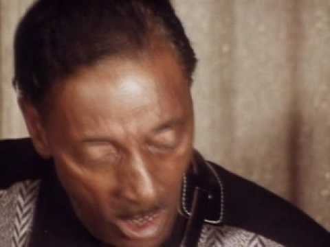 Mississippi Fred McDowell plays