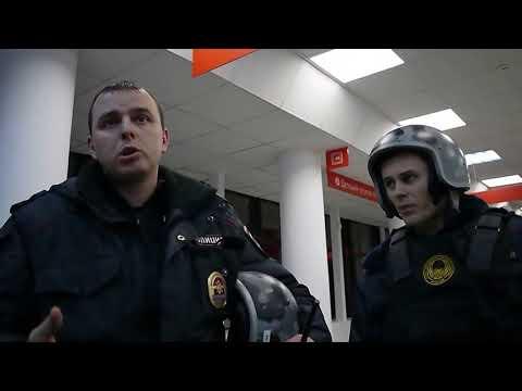 Юрист Антон Долгих пришёл в МФЦ за документами. Руководитель МФЦ вызвала полицию