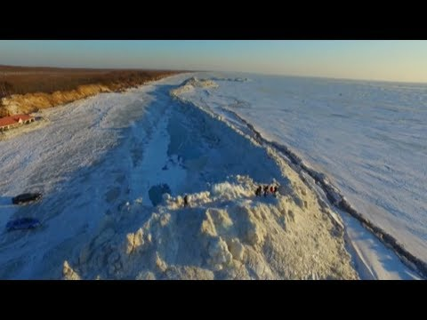 Ice Wall Formed on China Russia Border Lake