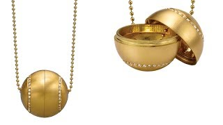 Product Video: 18K Gold and Diamond Papessa Locket