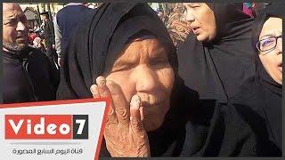 مسنة تلطم وجهها فور معرفتها باستشهاد الجنود فى سيناء