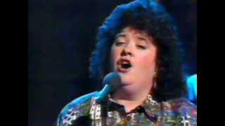 """Gaelic Song : Cathy Ann MacPhee sings """"Magaidh """""""