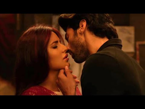 Katrina Kaif Aditya Roy Kapur's Long Kiss In Fitoor